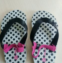 Slippers with an elastic band