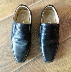 Pantofi 28 dimensiuni 18 cm pe un branț intern