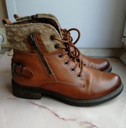 Boots 37-38r.