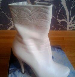 Γυναικεία μπότες