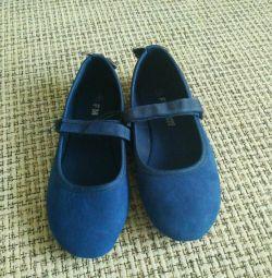 Pantofii de balet sunt noi, râul 31