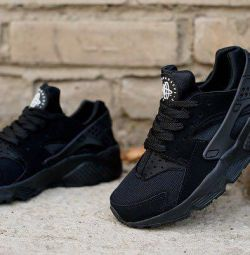 Adidasi noi Nike