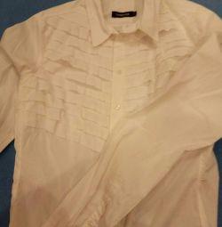 Дві білі жіночі сорочки