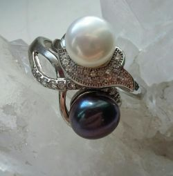 Natural pearls in rings of the river. 18