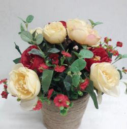 Цветы искусственные с вазой