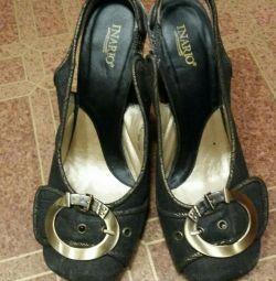 Açık topuklu ayakkabılar
