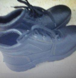 Ботинки размер 38