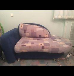Ο καναπές είναι έφηβος.