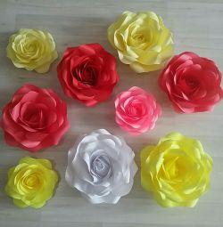 Flori realizate din hârtie de trandafir