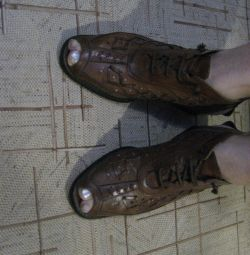 Πόδια μπότες καλοκαίρι