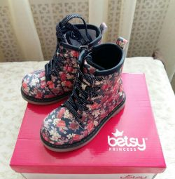 YENİ! Betsy Boots