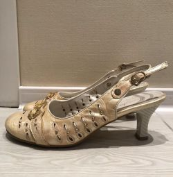 Туфли-босоножки.38 р-р