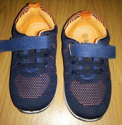 Τα πάνινα παπούτσια είναι παιδικά