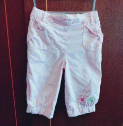Pantalonii sunt vara
