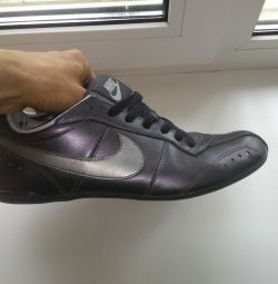 Кроссовки Nike кожа оригинал 39 р-р