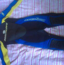 costum pentru scufundări
