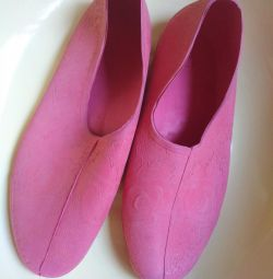 Rubber bathing slippers