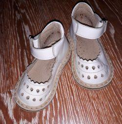Παπούτσια Neman σε ένα κορίτσι