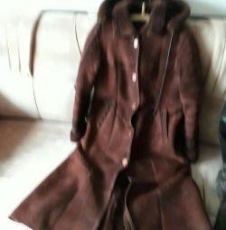 Θα πωλίσω ένα παλτό από δέρμα προβάτου