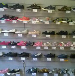 Продаю обувь детскую,подростковую и колготки
