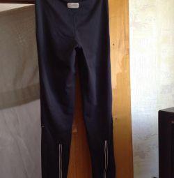 Pantalonii sport sunt HIGH. 38 / XXS IRLANDA