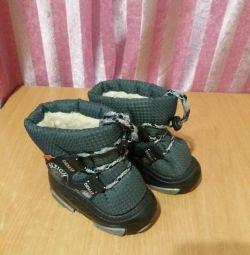 Οι χειμερινές μπότες έχουν μέγεθος 20