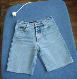 SHORTS WOMEN'S denim. A couple of pieces.