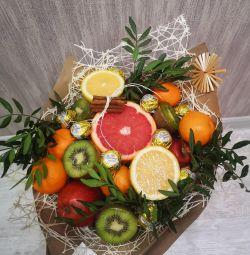 Buchet de fructe și flori