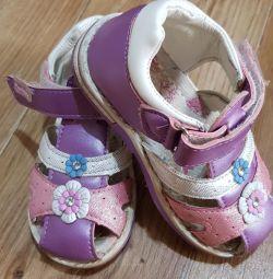 Kızlar için sandalet