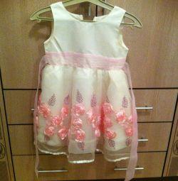 Rochia este elegantă pentru copii