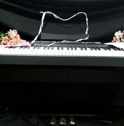 Цифровое пианино с 3 педалями и пюпитром
