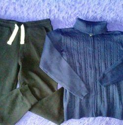 Bluză și pantaloni pentru un băiat