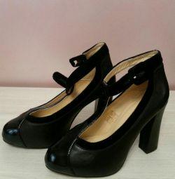 Pantofi noi Italia din piele naturală.