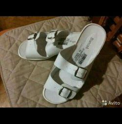 Papuci pentru femei.