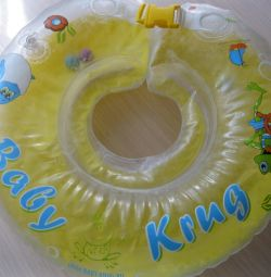 A circle around the neck of the baby's bathing gown