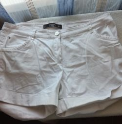 Pantaloni scurți de culoare albă