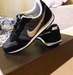 Кросівки Nike оригінал.