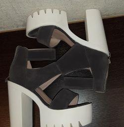 Sandalele sunt noi. Schimb