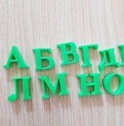 Αλφάβητο σε μαγνήτες