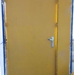 Πόρτα σιδερένιου χάλυβα βαριά από είσοδο σε μη κατοικημένη
