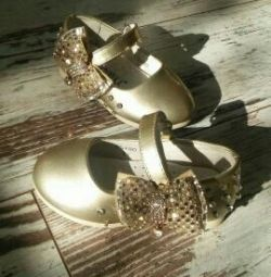 Yeni ayakkabılar 21 r-ra ikinci el devlet satmak