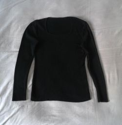 Jumper black with a round neck 46 size