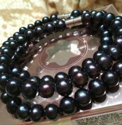Set of black pearls