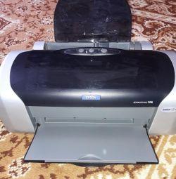 Imprimanta este color. Tipărește o fotografie.