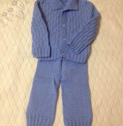 Costum tricotat pentru copii