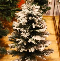 Pom de Crăciun în zăpadă 🎄🎉