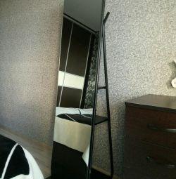Ο καθρέφτης είναι όροφος