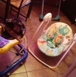 гойдалка шезлонг + дитячі речі