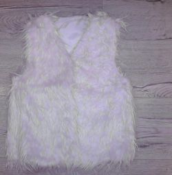Vest of artificial fur