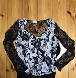 Blouse with guipure sleeves and a back